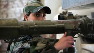 Femme soldat appartenant à la première brigade des commandos féminins de la Garde républicaine syrienne.