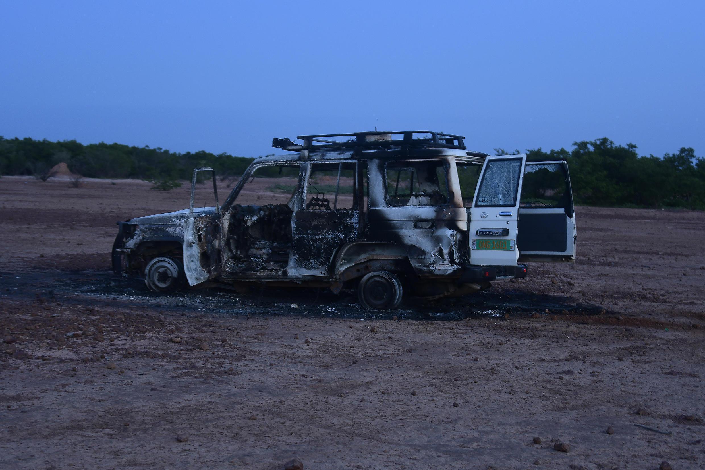 L'une des voitures brûlées des six touristes français qui ont été tués, le 9 août 2020, dans une région du sud-ouest du Niger