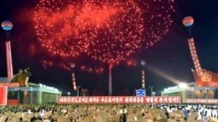 العاب نارية في سماء بيونغ يانغ احتفالا بالتجربة النووية 7 أيلول/سبتمبر 2017