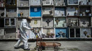 """""""La epidemia sigue activa y sigue en crecimiento, pero la velocidad en la que va en crecimiento es cada vez más lenta"""", apuntó en el informe diario el subsecretario de Salud y encargado de la estrategia contra la pandemia"""