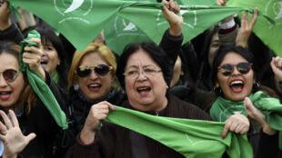 Le foulard vert, symbole de la campagne des Argentines en faveur du droit à l'avortement.