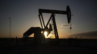Un chevalet de pompage de pétrole, le 23 avril 2020 au Nouveau-Mexique