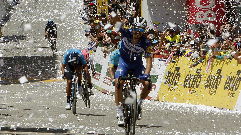 El ciclista francés (Deceuninck-Quick Step) cruza primero la meta en la quinta etapa del Tour Colombia 2.1, en La Unión, Antioquia, Colombia, el 16 de febrero de 2019.