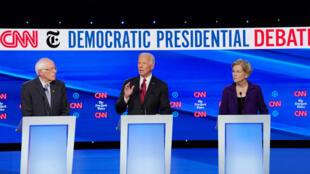 Bernie Sanders, Joe Biden et Elizabeth Warren sur scène dans l'Ohio, le 15 octobre 2019.