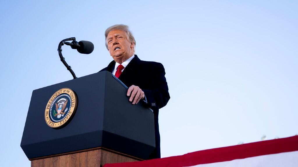 Donald Trump, cuestionó la labor de los servicios de inteligencia estadounidenses, cuando investigaban sobre la injerencia de Rusia en las elecciones de 2016.