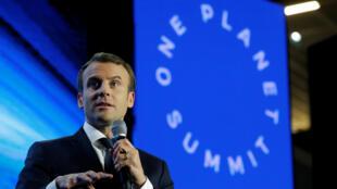 """El presidente francés, Emmanuel Macron, asistió al evento """"Tech for Planet"""" en el campus Station F antes de la One Planet Summit en París (Francia), el 11 de diciembre de 2017."""