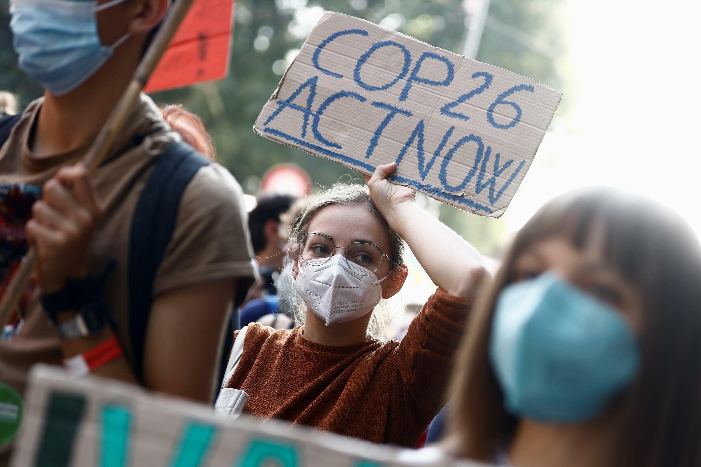 2021-10-02T133608Z_337233062_RC2P1Q9FMCZ4_RTRMADP_3_CLIMATE-CHANGE-PRE-COP26-PROTEST