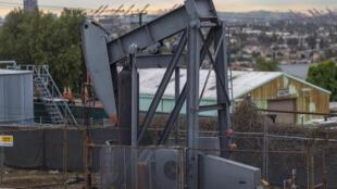 Un campo de petróleo en Signal Hill (California, EEUU), en una imagen del 9 de marzo de 2020