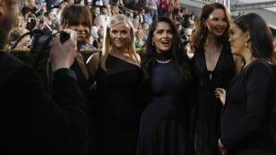 Halle Berry, Reese Witherspoon, Salma Hayek, Ashley Judd y Eva Longoria en la alfombra roja de los Globos de Oro el 7 de enero de 2018