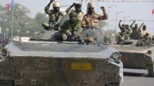 جنود تشاديون في استعراض في نجامينا في 11 ديسمبر/ كانون الأول 2015.
