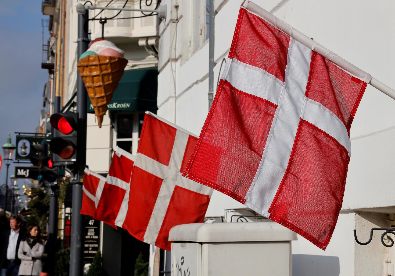 أعلام الدنمارك الوطنية شوهدت في كوبنهاغن ، الدنمارك في 22 أكتوبر / تشرين الأول 2019.