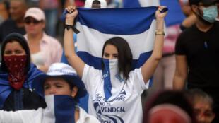 Des étudiants réclamant le départ du président Daniel Ortega à Managua, le 23 juillet 2018.