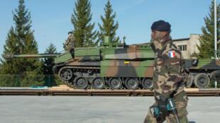 Un soldat français lors d'un exercice de l'Otan en Estonie, sur la base de Tapa, le 29 mars 2017.