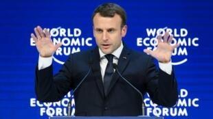 الرئيس الفرنسي إيمانويل ماكرون خلال مداخلته أمام المشاركين بمنتدى دافوس 24 ك2/يناير 2018