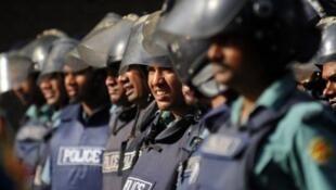قوات الشرطة في داكا عاصمة بنغلادش
