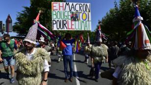 Des manifestants à Hendaye, le 24 août 2019, en marge du G7 de Biarritz.