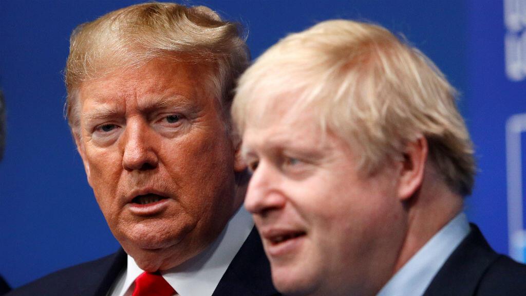El primer ministro británico, Boris Johnson, da la bienvenida al presidente de Estados Unidos, Donald Trump, en la cumbre de líderes de la OTAN en Watford, Gran Bretaña, el 4 de diciembre de 2019.