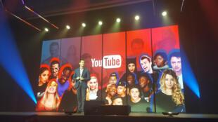 Nick Leeder, directeur général de Google France sur la scène du Brandcast de Youtube, le 24 novembre 2016.