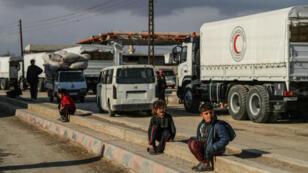 Un grupo de menores de edad cerca en Siria el 14 de febrero de 2018.