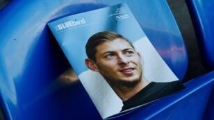 Portada de una publicación entregada a los aficionados en el estadio de Cardiff City, en la que se rinde homenaje a Emiliano Sala antes del partido contra AFC Bournemouth, el 2 de febrero de 2019.