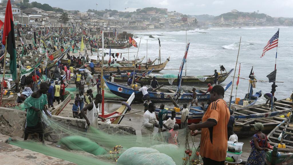 Pescadores en Ciudad del Cabo, Sudáfrica, durante una de sus batidas en agosto de 2019.