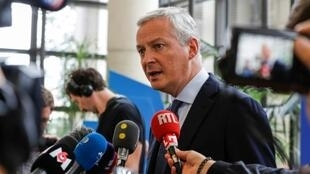 وزير الاقتصاد الفرنسي برونو لومير خلال مؤتمر صحافي في باريس بتاريخ 27 تموز/يوليو 2019