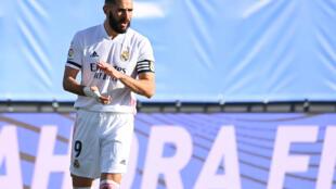 سجل الفرنسي كريم بنزيمة 17 هدفا في جميع المسابقات مع ناديه هذا الموسم وهو في فورمة جيدة بعد أن هز الشباك في آخر مباراتين.