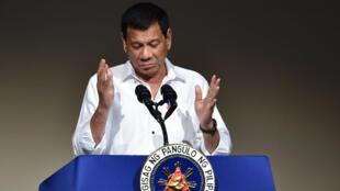 Le président philippin Rodrigo Duterte lors d'un discours à Tokyo le 26 octobre 2016.