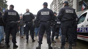 La prolongation de l'état d'urgence doit permettre d'assurer la sécurité de l'Euro-2016 et du Tour de France.