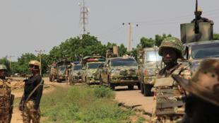 دورية للجيش النيجيري بتاريخ 12 تشرين الأول/أكتوبر بعد هجوم نفذه عناصر يعتقد أنهم على صلة بتنظيم الدولة الإسلامية في شمال شرق البلاد