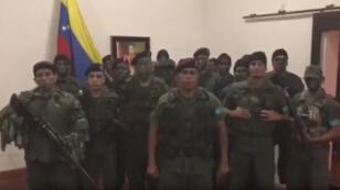 Un groupe d'homme en uniforme affirme avoir lancé une rébellion dans le nord du Venezuela.