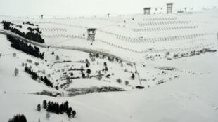 Des structures anti-avalanches sur les sites de la station Les Deux Alpes, le 13 janvier 2016.