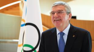 Thomas Bach, le président du Comité international olympique, s'apprête à donner une interview au siège du CIO le 25 mars 2020 à Lausanne
