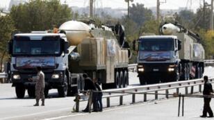 """إيران استعرضت صاروخ """"خرمشهر"""" خلال عرض عسكري أقيم الجمعة 22 أيلول/سبتمبر في العاصمة في ذكرى اندلاع الحرب العراقية الإيرانية"""