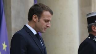 El presidente Emmanuel Macron a las puertas del Palacio del Elíseo. 12 de noviembre de 2018.