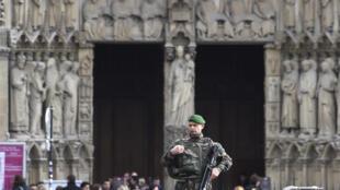 L'état d'urgence, mis en place après les attentats du 13 novembre en France, a déjà été prolongé de trois mois.