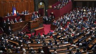 الرئيس الفرنسي إيمانويل ماكرون يلقي خطابا أمام أعضاء غرفتي البرلمان الفرنسي 3 تموز/يوليو 2017