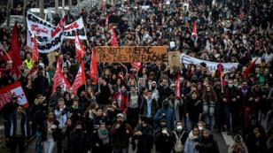 Des lycéens manifestent, le 7 décembre 2018, à Lyon.