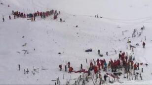 Les lycéens ont été emportés par une coulée de neige sur une piste fermée de la station des Deux-Alpes.