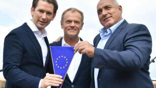 Le président du Conseil européen Donald Tusk entouré du chancellier autrichien Sebastian Kurz et du Premier ministre bulgare Boyko Borisov à Schladming, en Autriche, le 30 juin.