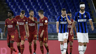 Roma's Leonardo Spinazzola (3rd L) celebrates after scoring aginst Inter Milan at the Olympic Stadium in Rome.