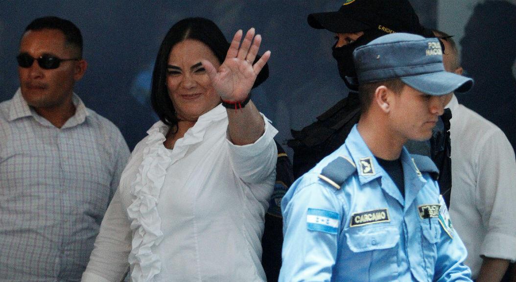 La exprimera dama de Honduras, Rosa Bonilla, llegando a una corte en Tegucigalpa,para escuchar la audiencia en su contra, el 20 de agosto de 2019.