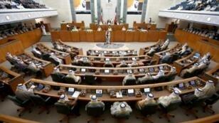 جلسة لمجلس الأمة الكويتي في 24 تشرين الأول/أكتوبر مع افتتاح الدورة البرلمانية الجديدة.