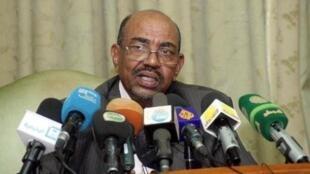 عمر البشير خلال مؤتمر صحافي في الخرطوم في 30 تشرين الثاني/نوفمبر 2014