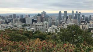 Une vue sur Montréal depuis le Mont-Royal.