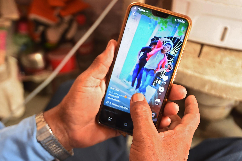 """L'Inde a interdit 59 applications chinoises, dont TikTok, pour raisons de """"sécurité""""."""