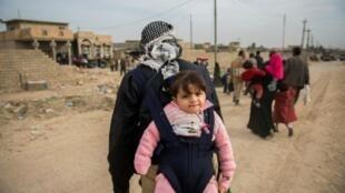 عراقيون ينزحون عن الموصل مع استمرار القتال 15 نوفمبر 2016