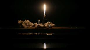 Un cohete SpaceX Falcon 9, que transporta la nave espacial Crew Dragon, despega en un vuelo de prueba no tripulado de la Estación Espacial Internacional desde el Centro Espacial Kennedy en Cabo Cañaveral, Florida, EE. UU., 2 de marzo de 2019.