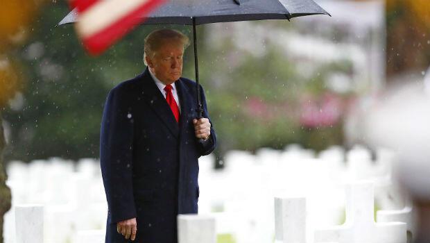 El presidente estadounidense, Donald Trump, en el cementerio de Suresnes el 11 de noviembre de 1918.