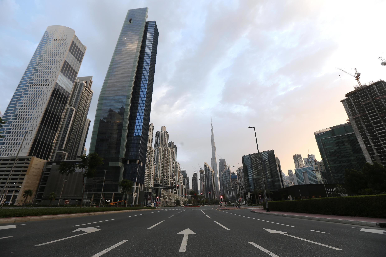 """منظر عام لمنطقة """"الخليج التجاري"""" بعد فرض حظر تجول لمنع انتشار فيروس كورونا، دبي، الإمارات العربية المتحدة، 28 مارس/آذار 2020"""